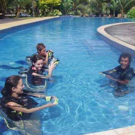 Scuba diving lesson in Port Vila, Vanuatu