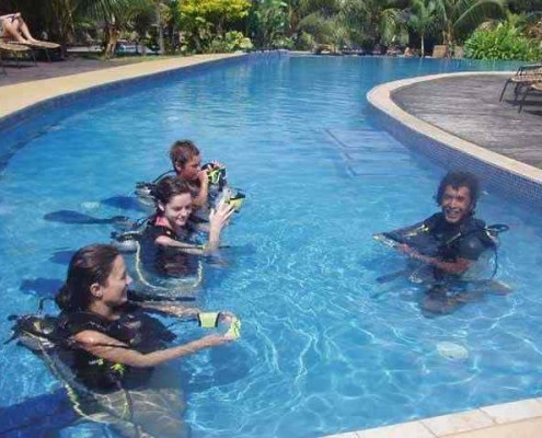 Scuba diving lesson in Port Vila, Vanuatu